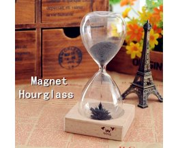 Magnetisk timglas med järnpulver och trähållare
