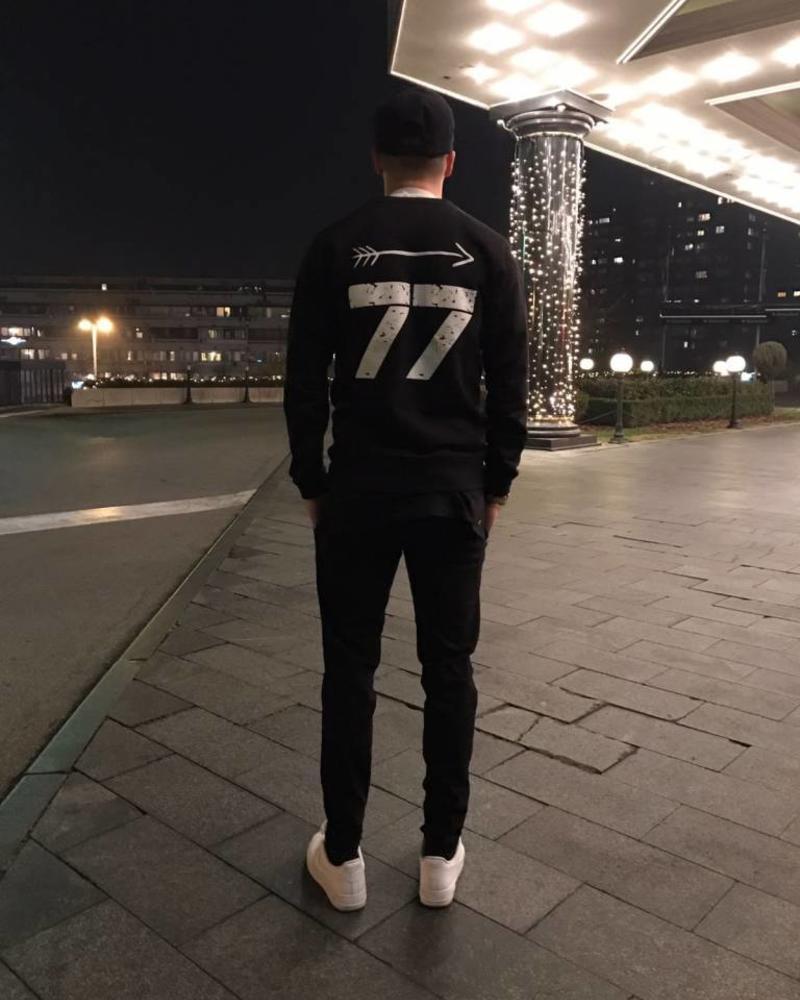 Arrow Sweater Black