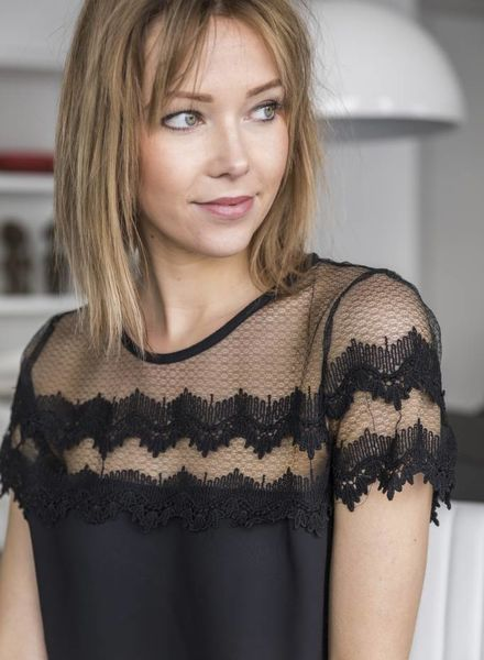 Short Lace Sleeves