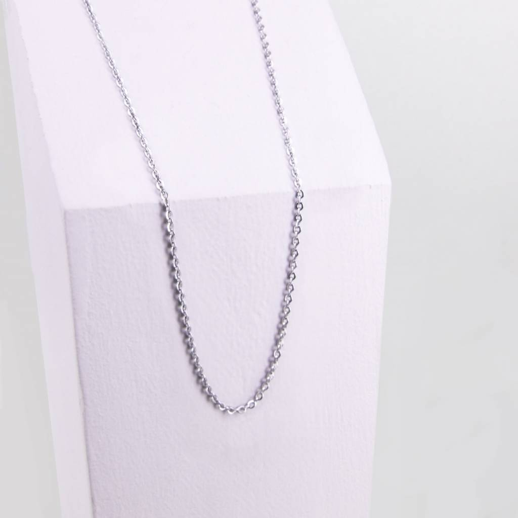 Chain with flat oval link