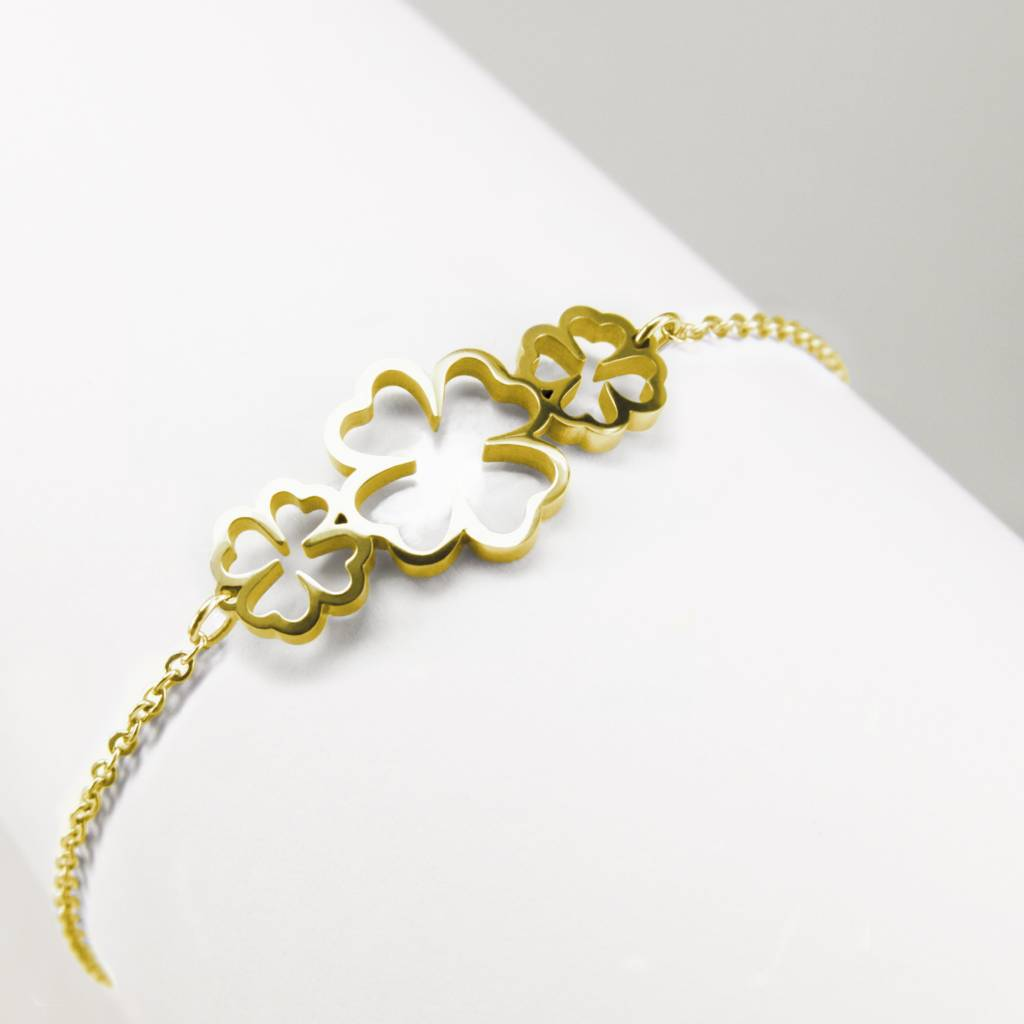 Bracelet With 3 Four Leaf C