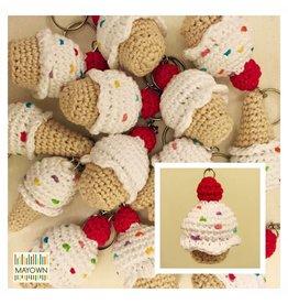 Gehaakte sleutelhanger cupcakes wit