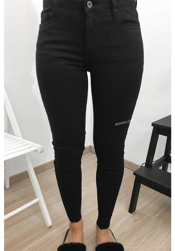 QUEEN HEARTS JEANS - BLACK - SKINNY CROP FRAY HEM
