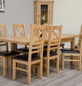 Deluxe Oak Medium Extending Table