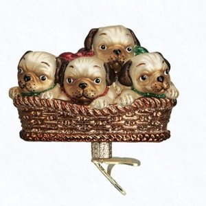 Kerstclip Puppy's in Hondenmandje