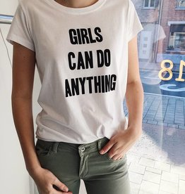 "Blake Seven T-shirt ""Girls can do anything"""