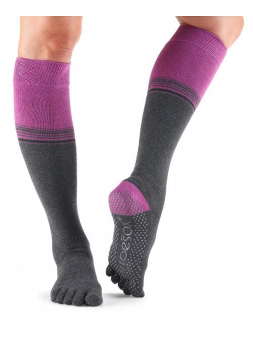 Toesox Toesox Yoga Sokken Kniehoogte Dichte Tenen - Mulberry Stripe