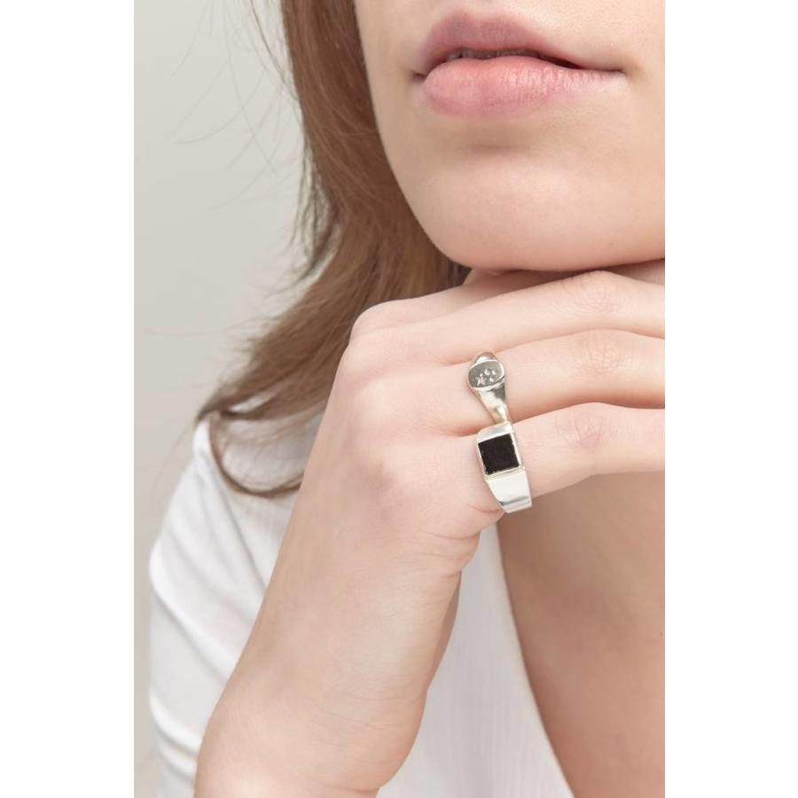 Onyx Signet Ring Silver-2