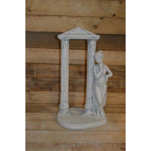 Romeinse vrouw bij een poort ( H 54 cm)