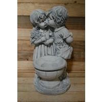 Jongen en meisje met een plantenbakje  ( H 59 cm