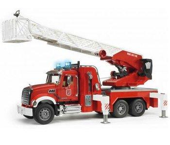 Bruder 2821 - Mack Granite Brandweer met Spuit en Sirene