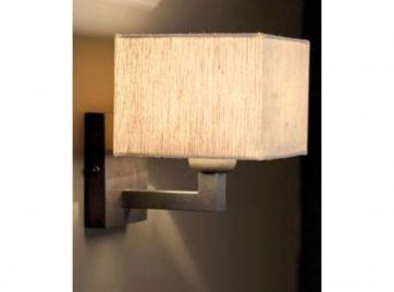 Landelijke wandlamp met kap
