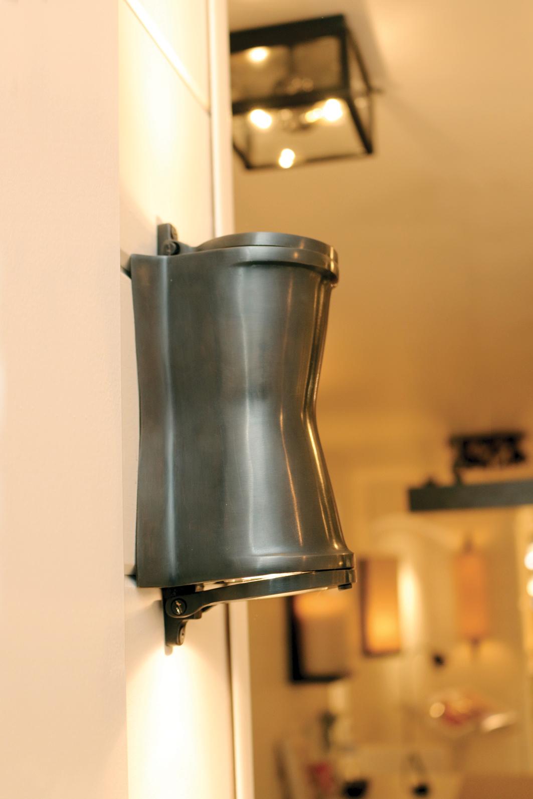 Landelijke wandlamp up en down