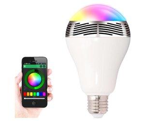 Speaker Met Licht : Lichte en moderne draadloze luidspreker met licht op tafel