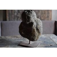 Kop steen op voet
