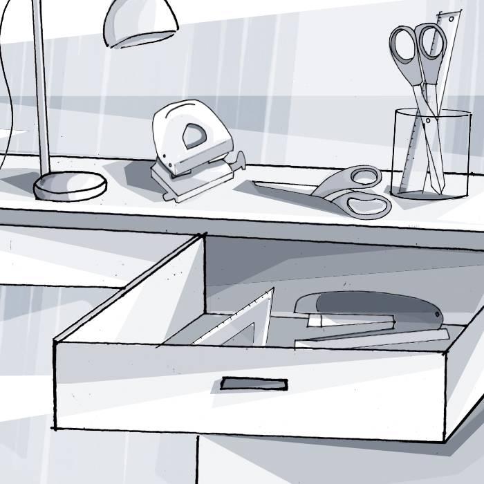 Schreibtisch: Scheren, Spitzer, Radierer, Lineale, Tacker, Hefter