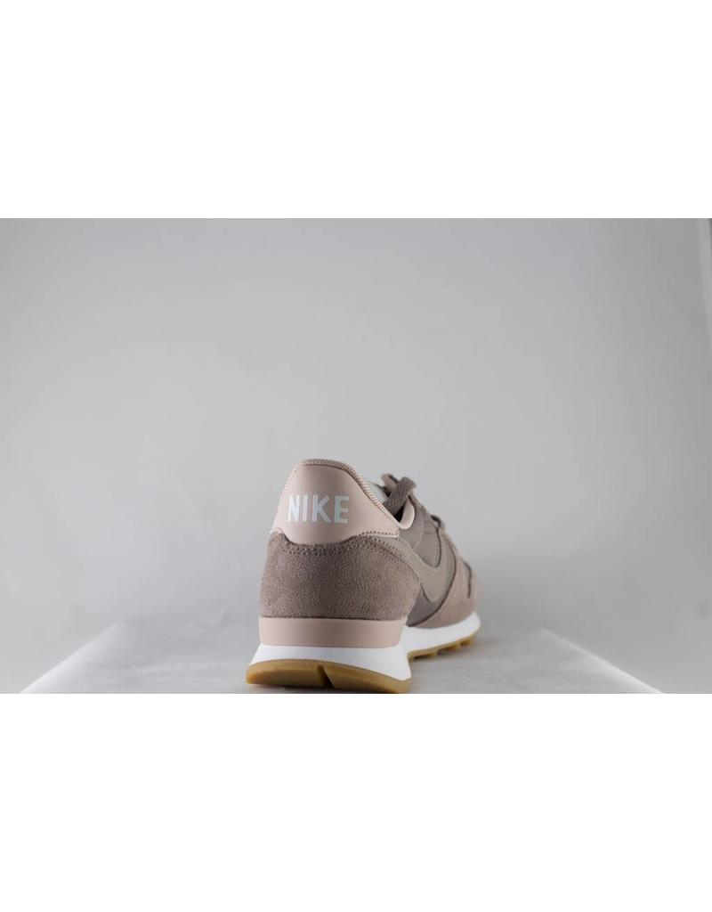 W NIKE INTERNATIONALIST Sepia Stone/Sepia Stone