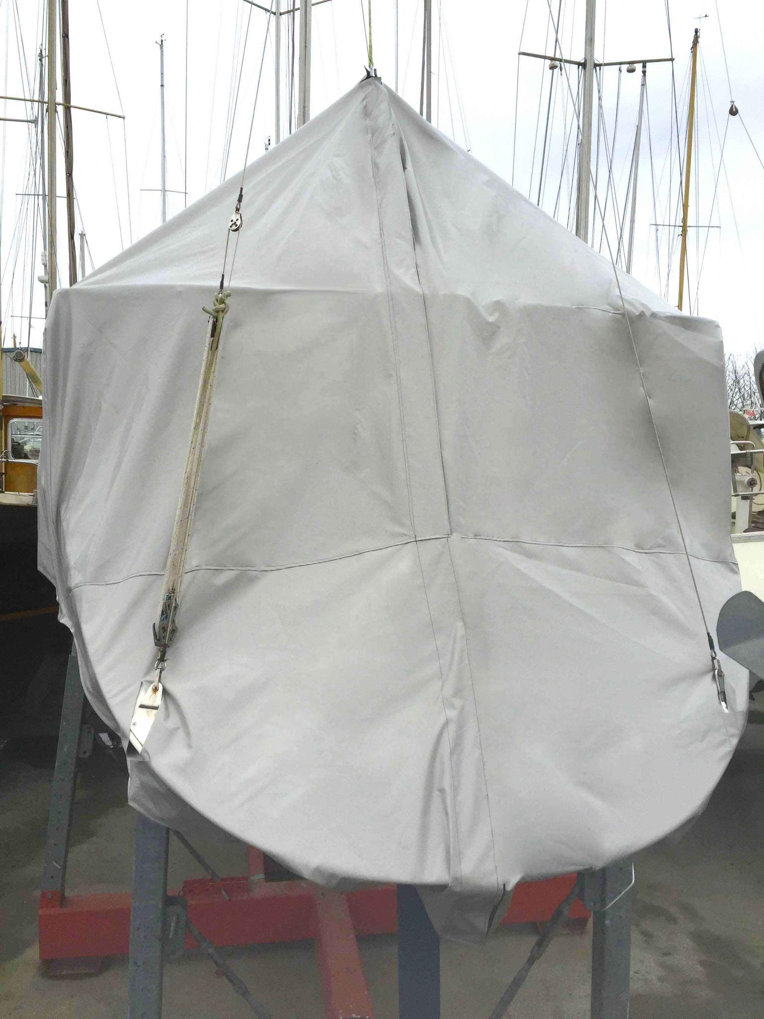 abdeckplane-spiegel-segelboot