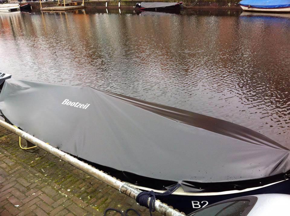 Een open boot vraagt om een goed dekzeil