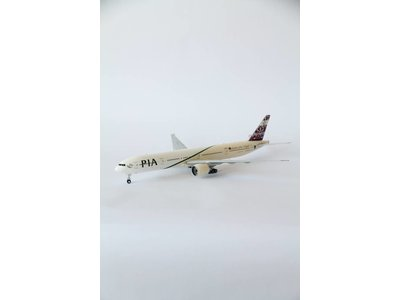 "JC Wings 1:200 PIA ""Garden of the Mughal"" B777-300"