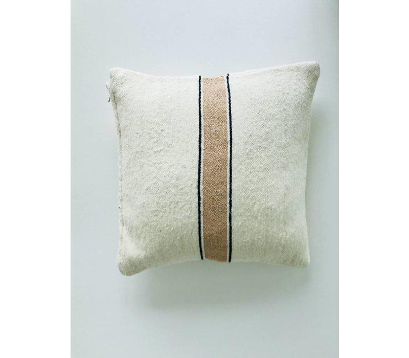 Kussen handmade ecru met streep goud
